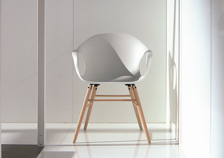 Kristalia elephant chair wei daw dsw weiss neuland design for Eames schalenstuhl